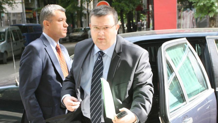 Главният прокурор Сотир Цацаров със засилена охрана