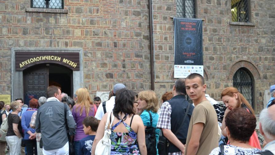 Дълги опашки се извиха от 18 часа та чак до след полунощ пред музеите в София на 18 май