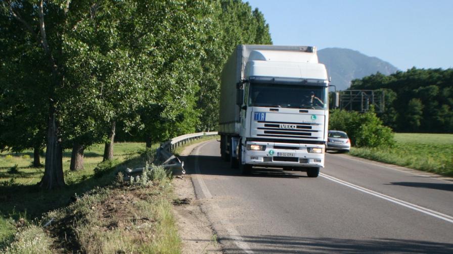 Ограничават движението на тежкотоварните автомобили за лятото