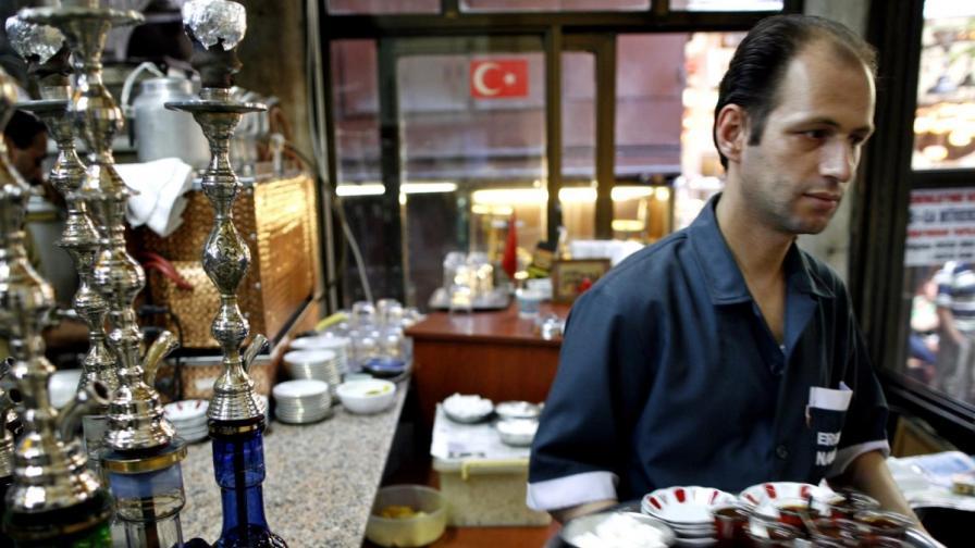 Турция: Гюл подписа закона за ограничаване на алкохола
