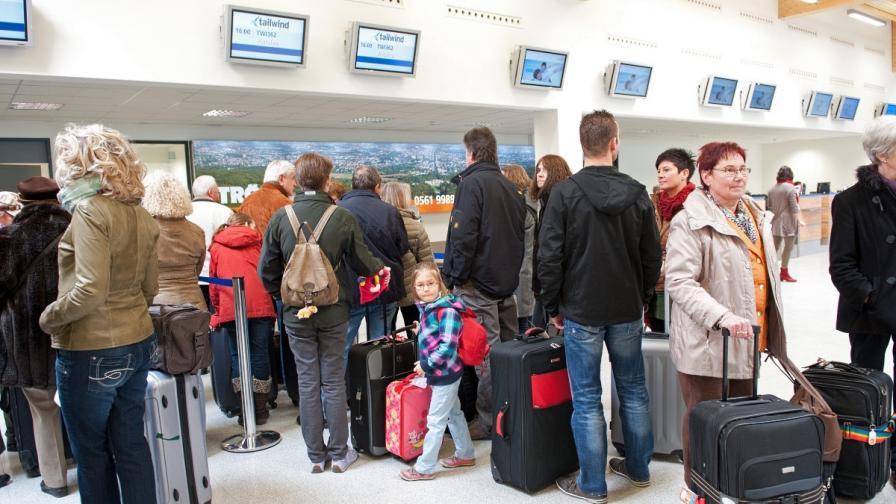 Куриоз: В Турция пуснаха дете с паспорт на плюшена играчка