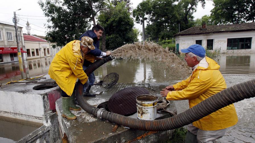 Наводненията в Румъния взеха три жертви
