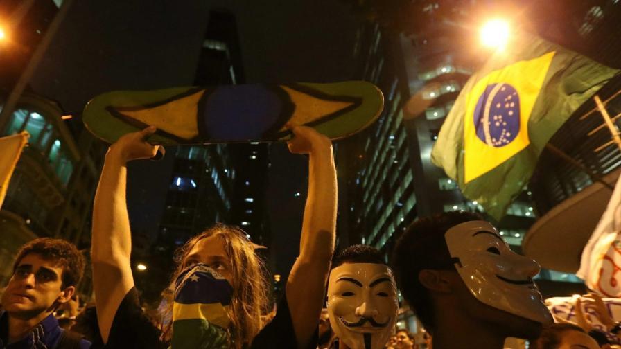 Големи протести в Бразилия, сблъсъци в Рио де Жанейро