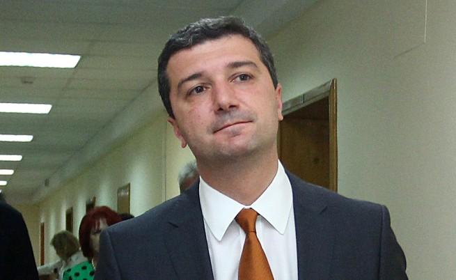 Министър Стойнев: Няма да се съобразявам с кръгове