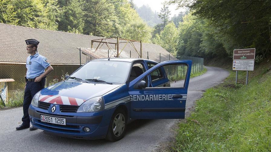 Арестуваха мъж за убийството на семейство във френските Алпи