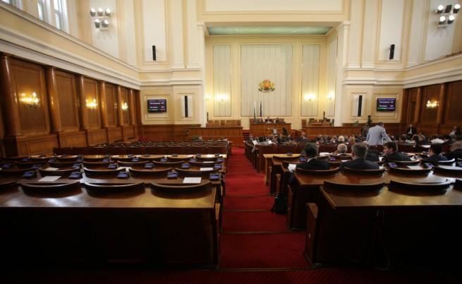 Сигнал за бомба в Парламента не спря заседанието