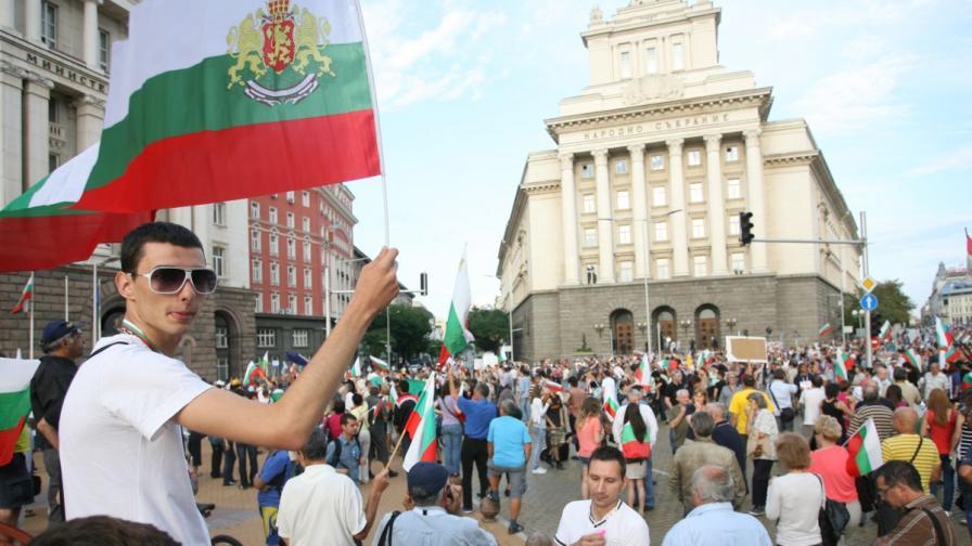 НЦИОМ: 58% от българите подкрепят протестите срещу кабинета