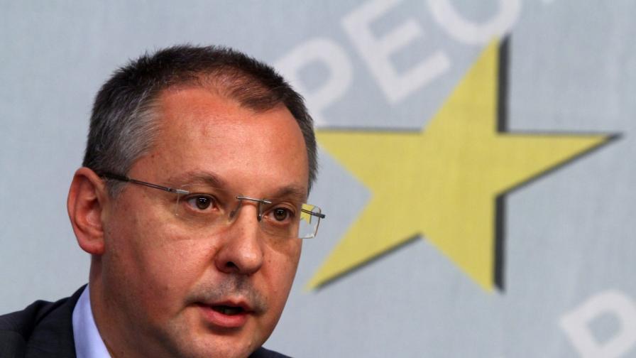 Станишев: Гражданите да се запитат кого обслужват