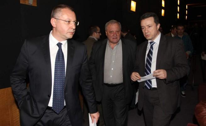 Станишев иска анализ, други червени допускат избори