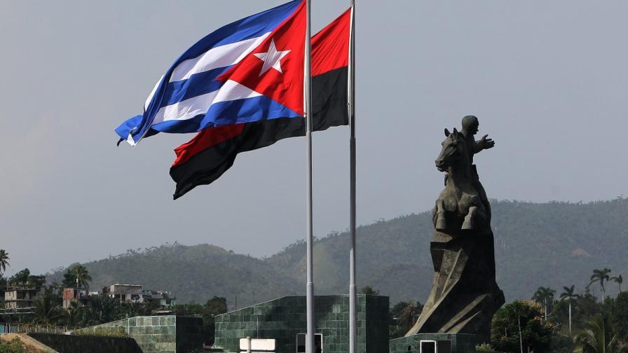 Куба чества 60-годишнината от пламването на революционната искра