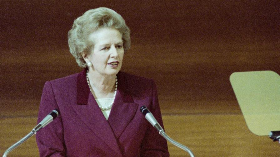 Кабинетът на Тачър готвел кралицата за трета световна война