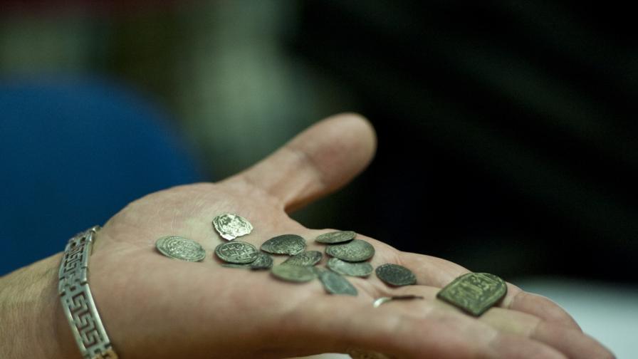 Проф. Николай Овчаров проведе пресконференция за откритите на Перперикон части от бляскавата броня на османски генерал, превзел крепостта през 14 век, както и намереното съкровище от сребърни монети на султан Орхан I Гази