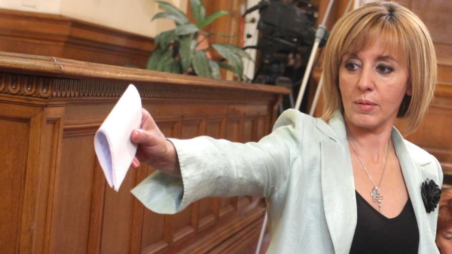 Манолова: Нормално е Цветанов да се оттегли от политиката