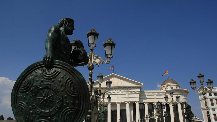 От няколко години насам основно занимание на туристите в Скопие е да откриват какви нови статуи и съоръжения са изникнали в македонската столица в рамките на проект за придаване на по-класически вид на града.