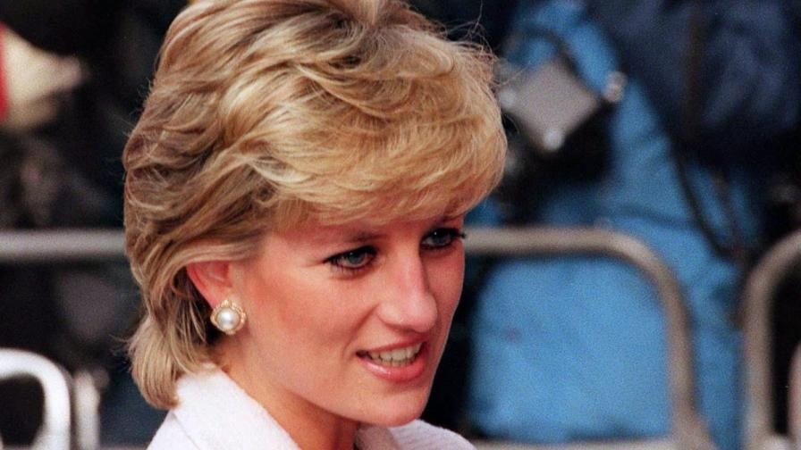 Показаха непубликувани снимки на принцеса Даяна