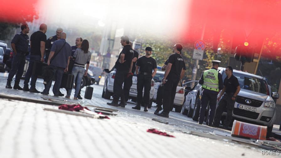 Много тежко остава състоянието на мъжа, пострадал от взрива в неделя