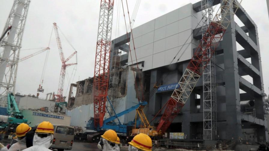 """Силно радиоактивна вода изтече от цистерна в АЕЦ """"Фукушима 1"""""""