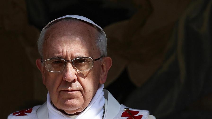 """Папата призова да бъде спрян """"грохотът на оръжията"""" в Сирия"""