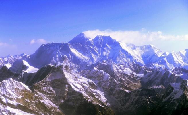 Земетресението в Непал е изместило връх Еверест