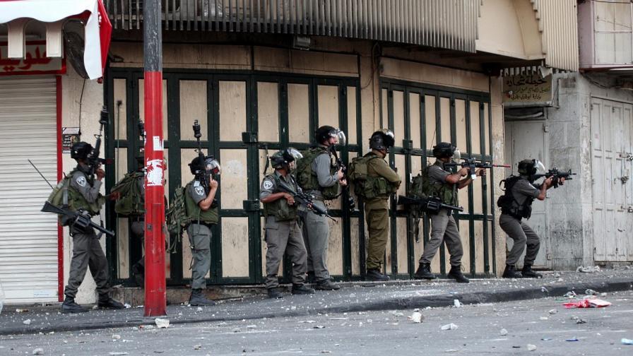 Наказаха израелски войници, след като се забавлявали заедно с палестинци