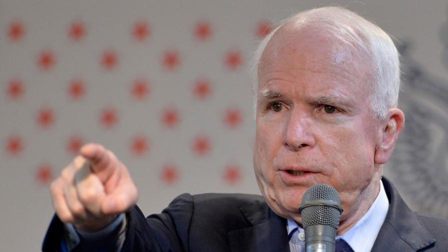"""Маккейн критикува планираните от Обама """"козметични"""" удари в Сирия"""