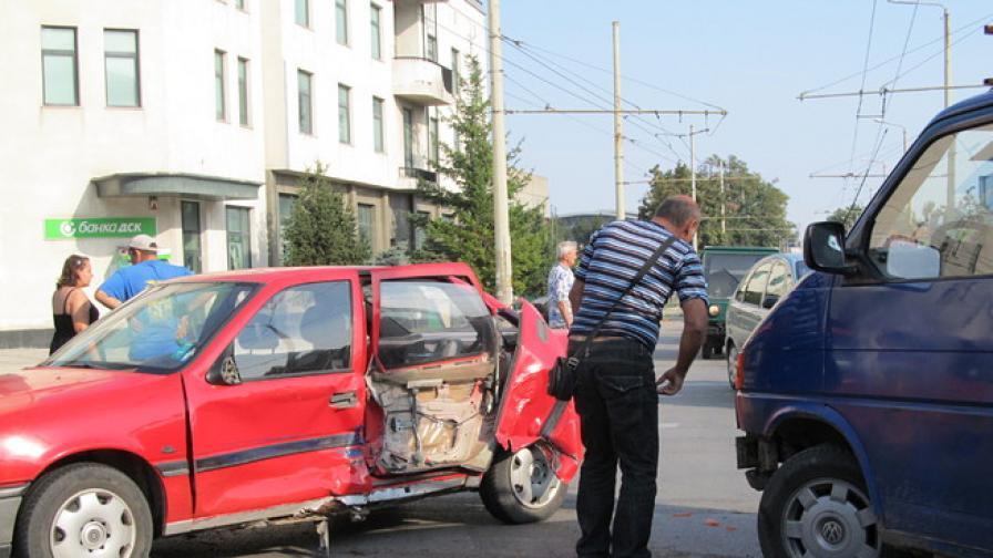 Поредна катастрофа на опасно кръстовище в Русе