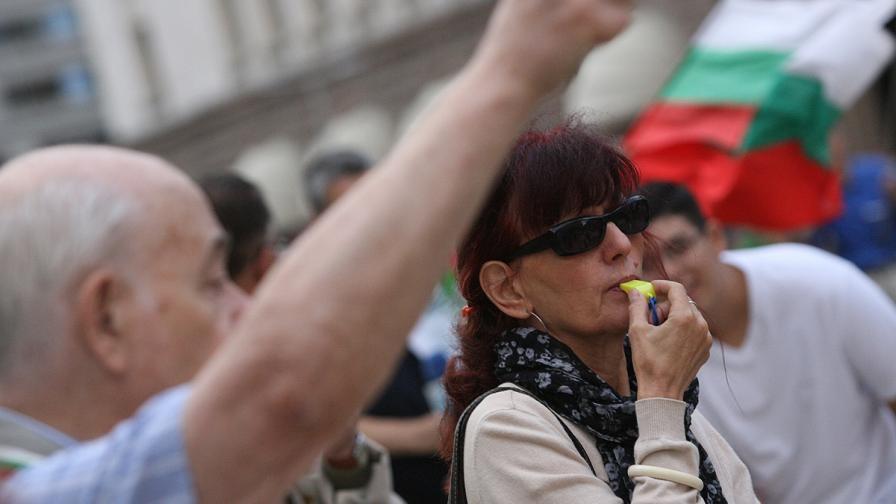 """Ден 82 на протеста: """"Хляб, сол и оставка"""""""
