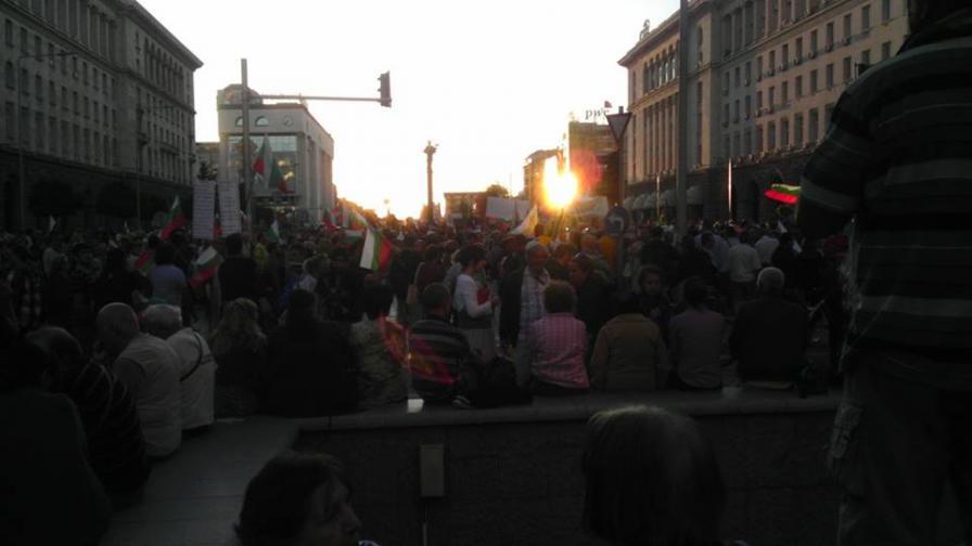 Протестите срещу кабинета продължават