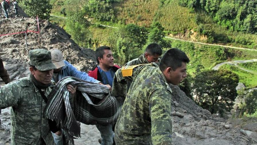 13 загинаха при наводнения в Мексико