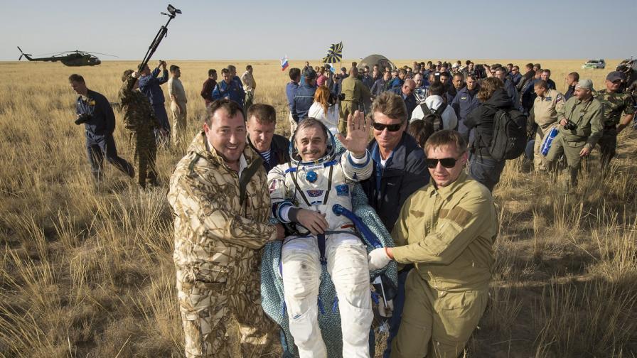 Трима членове на МКС се върнаха на Земята след 165 дни в космоса