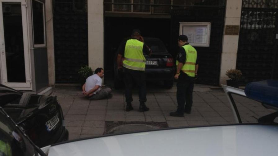 Лек автомобил се вряза в сградата на турското посолство