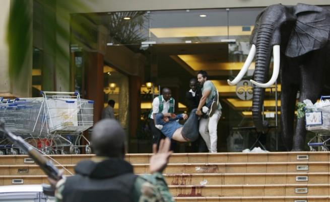Сомалийски терористи атакуваха мол в Найроби, най-малко 39 са загинали