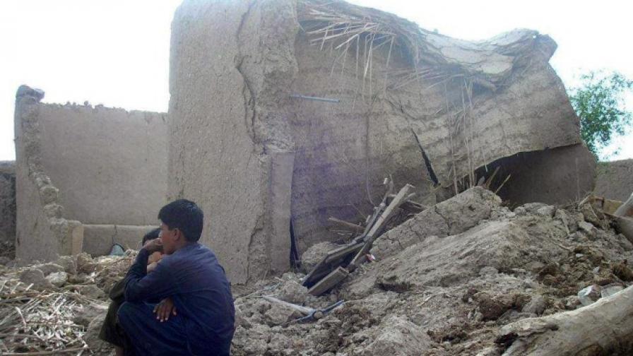 Над 300 са жертвите на труса в Пакистан