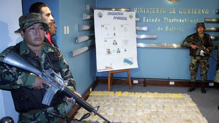 1 млн. наркодолари пуснати от самолет до град в Боливия
