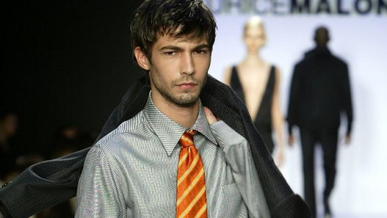 мъж вратовръзка
