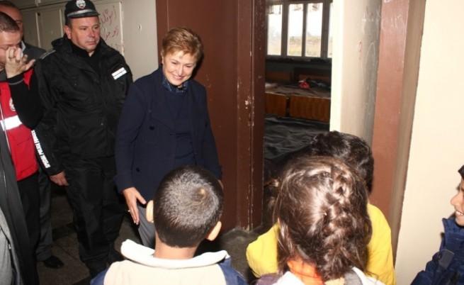 Кр. Георгиева: Да създадем условия бежанците да се издържат сами