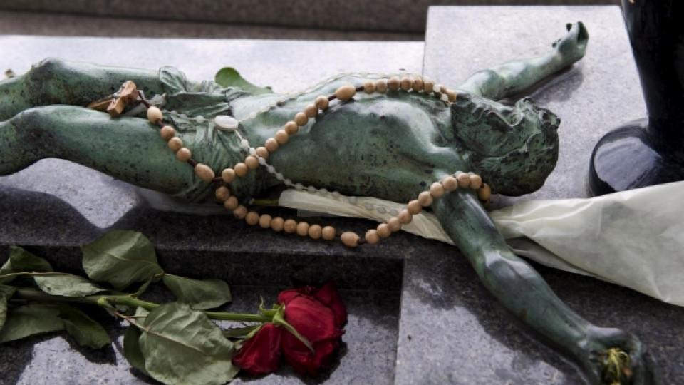 Гробът на легендарната Едит Пиаф