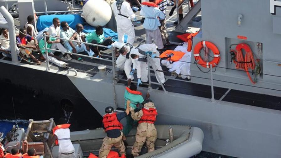 Боен кораб на САЩ спаси 128 имигранти край Малта