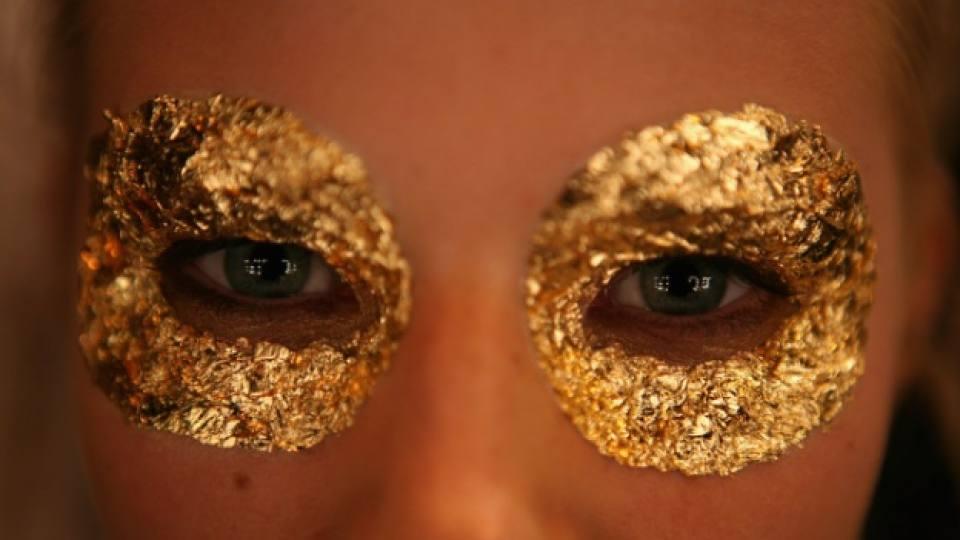 Как да се грижим за кожата около очите