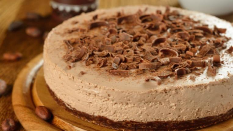 чийзкейк десерт шоколад крема сирене десерт кафе бисквити