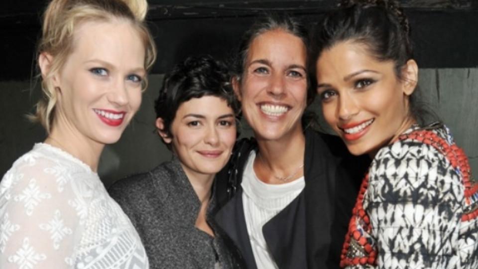 """На представянето на колекцията """"Isabel Marant pour H&M"""" в Париж присъстваха (от ляво на дясно): актрисата Дженюъри Джоунс, актрисата Одри Тоту, дизайнерката Изабел Маран и актрисата Фрейда Пинто"""