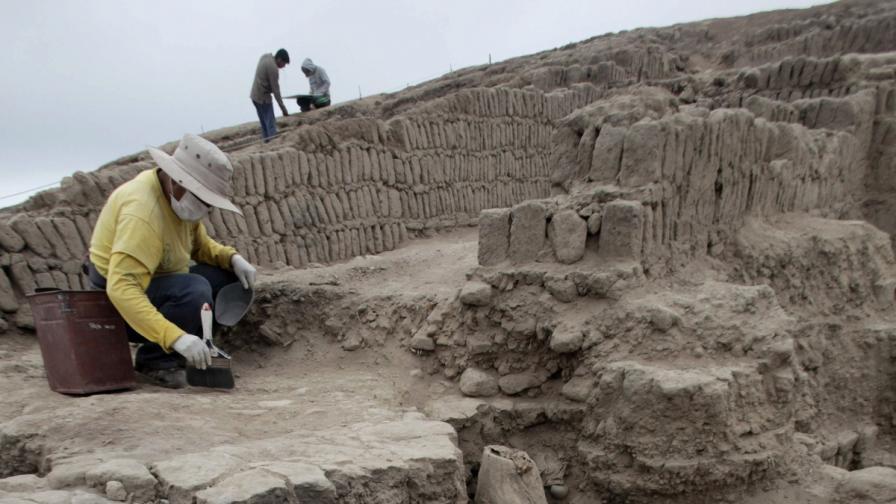 Откриха мумии на повече от 1000 г. в предградие на Лима