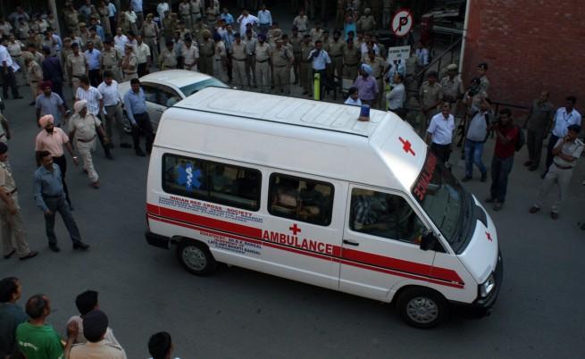 Нелеп инцидент на жп гара в Индия взе жертви