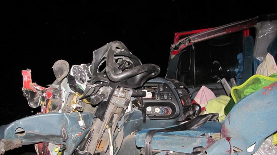 2 убити при катастрофа с ТИР-ове
