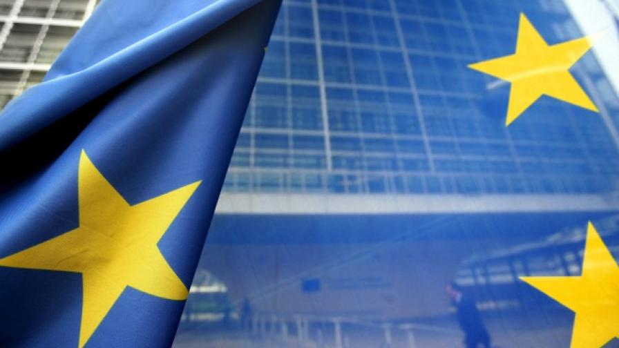 Емблематични сгради светят в цветовете на ЕС на 9 май