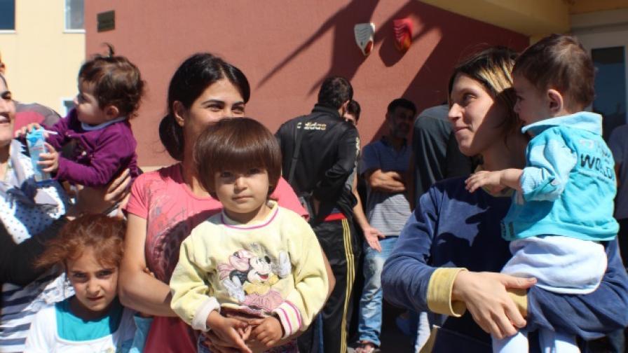Трима арестувани за схема за превоз на емигранти