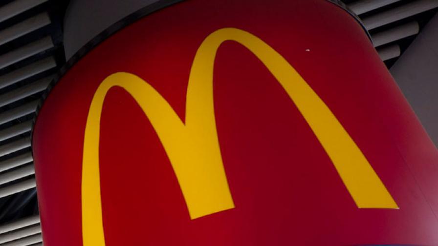 Макдоналдс по света: Черен сандвич и картофки с шоколад