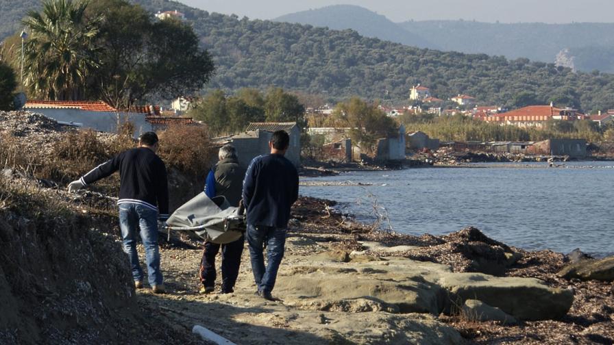 12 имигранти се удавиха край гръцки остров
