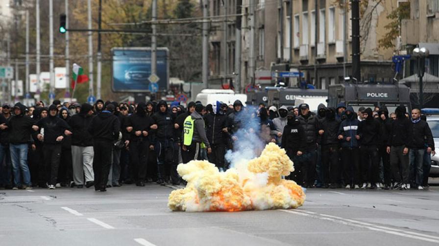 18 задържани на футболното дерби в София