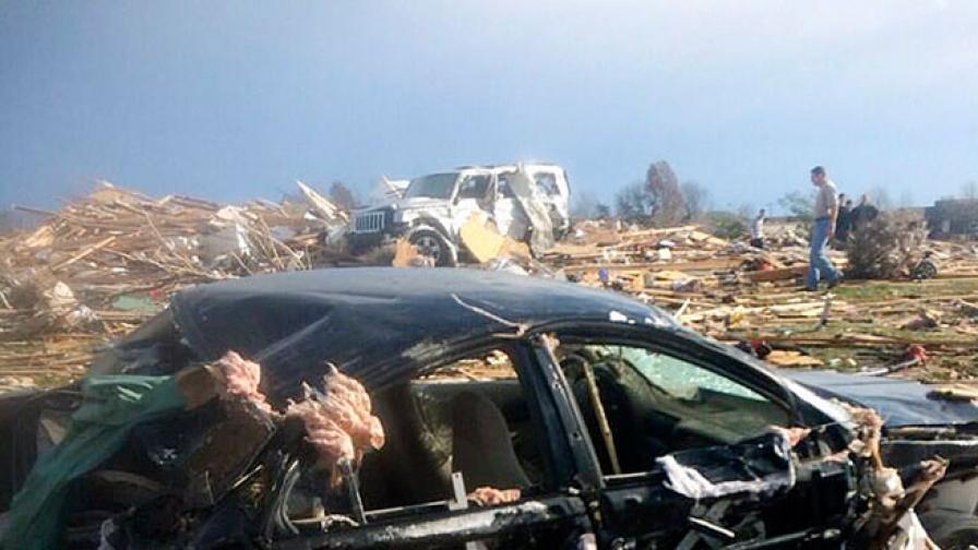 Около 50 бури торнадо връхлетяха Средния запад в САЩ, 53 млн. души са застрашени